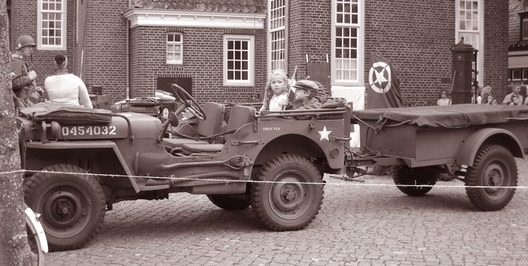 MB jeep met N1 trailer